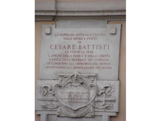 rome-italy_via_cesare_battisti_piazza_venezia_-_targa_cesare_battisti